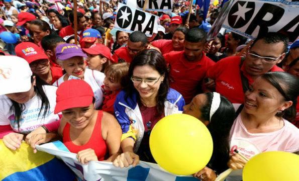La marcia delle donne a sostegno del Governo Maduro che nessun media internazionale ha degnato di una riga. Totalmente ignorato anche dai gruppi femministi in Italia